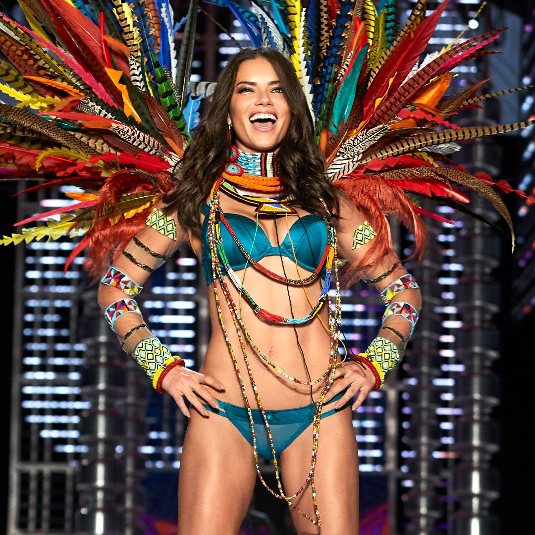 No words. Just @AdrianaLima. ???? Shop her look: https://t.co/8YwfCIfHmd #VSFashionShow https://t.co/0XG0Un0NuA