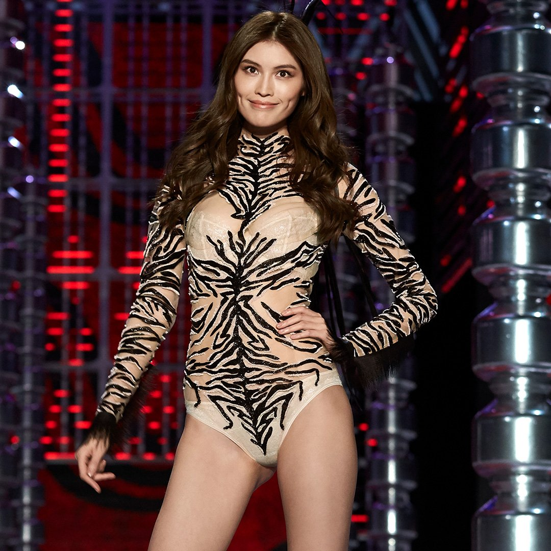Sui He = A vision in zebra at the #VSFashionShow. Get her IRL look here: https://t.co/tTXBItexuK https://t.co/NFWYrZojSu
