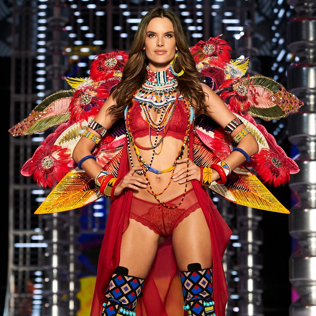Icon. Legend. ANGEL. The one & only @AngelAlessandra storms the #VSFashionShow runway for the last time! https://t.co/OUpA2bZA97