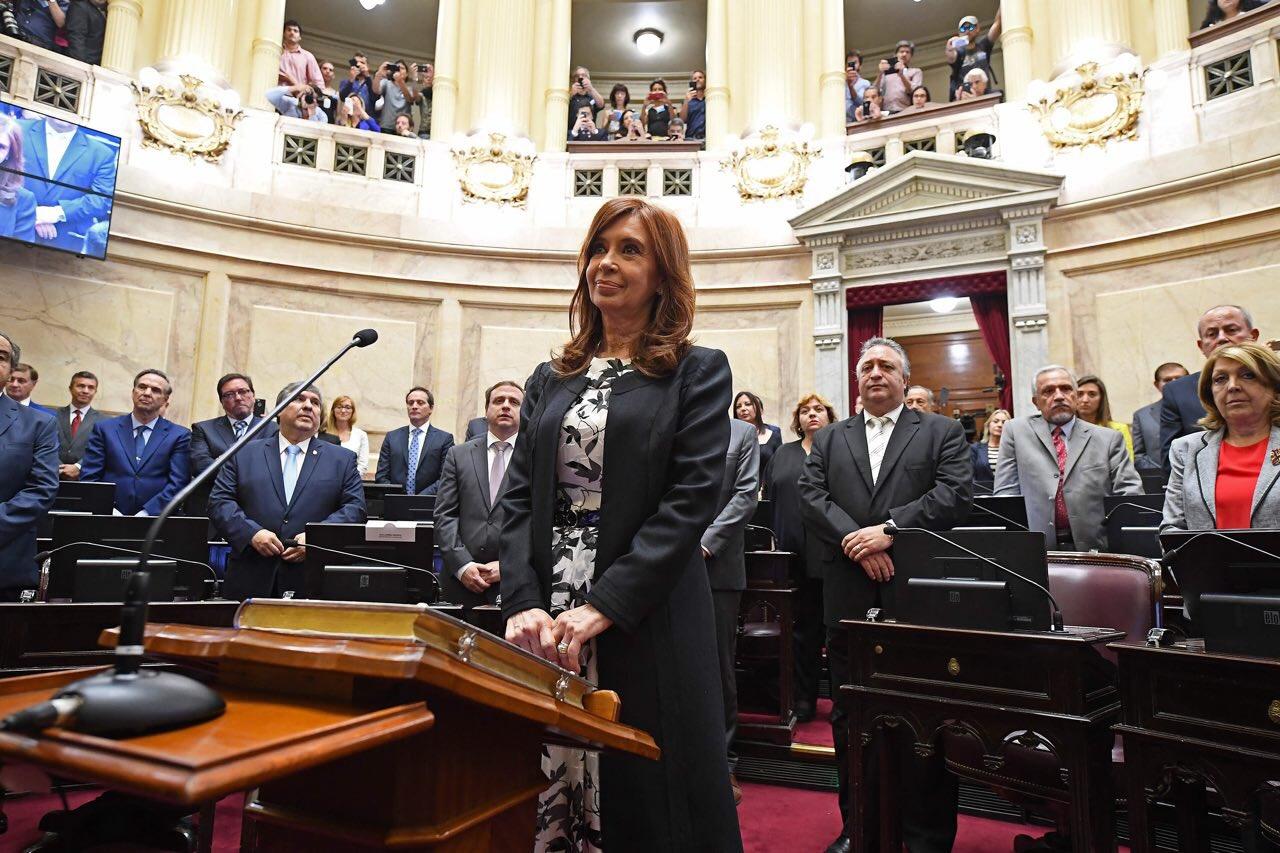 Más fotos de la jura en el Senado ❤️ https://t.co/LT6JTA69jr