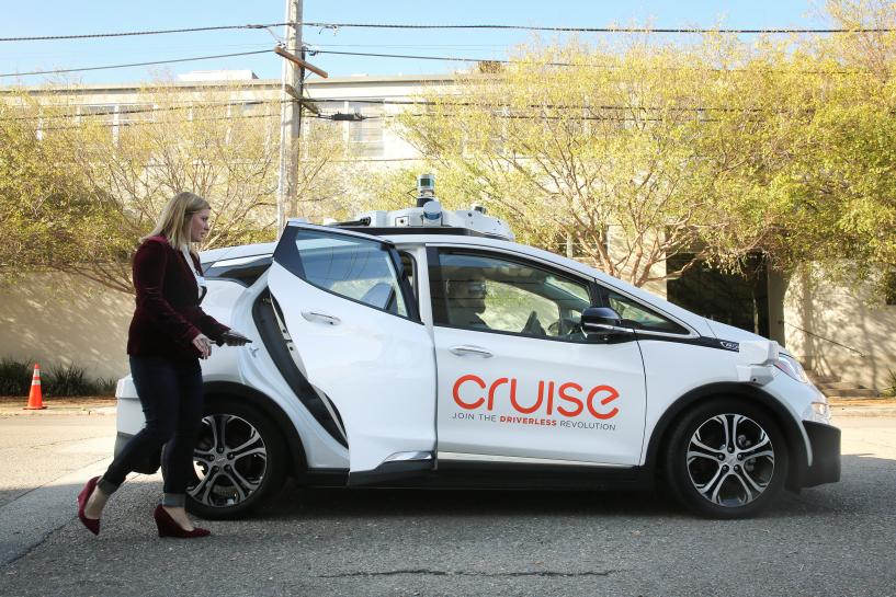 Taco truck halts GM autonomous car's cruise through city streets