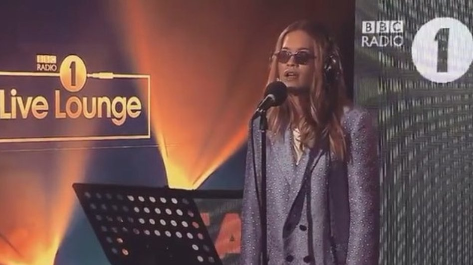 Anywhere in the live lounge - loving singing it like this! Xx https://t.co/4YC7TvFY4B