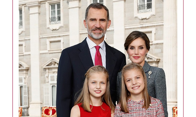 King Felipe, Queen Letizia and their daughters look picture perfect in 2017 Christmas card: