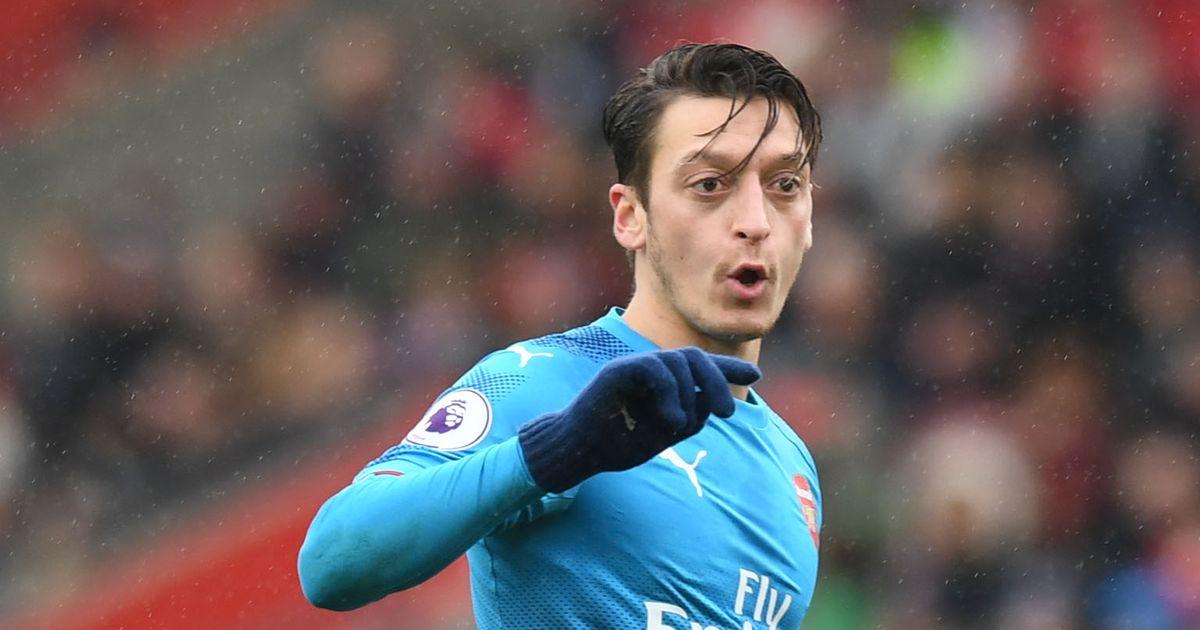 Arsenal give Manchester United Mesut Ozil transfer update