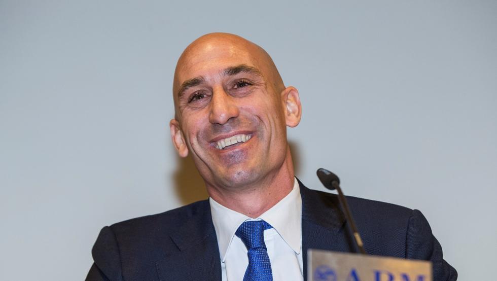 Luis Manuel Rubiales presenta su candidatura a la presidencia de la RFEF el día 19 https://t.co/VKXIj3S179 https://t.co/LlpRsNpf78