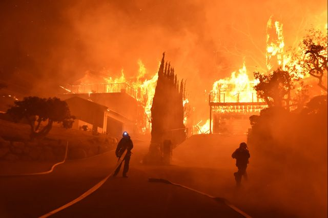RT @UCLAnewsroom: UCLA experts explain why California is burning in December. https://t.co/bXyMAHJMi0 https://t.co/zn5Jv6hZEE