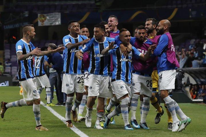 @BroadcastImagem: Grêmio sofre, mas vence Pachuca na prorrogação e vai à final do Mundial de Clubes. Hassan Ammar/AP