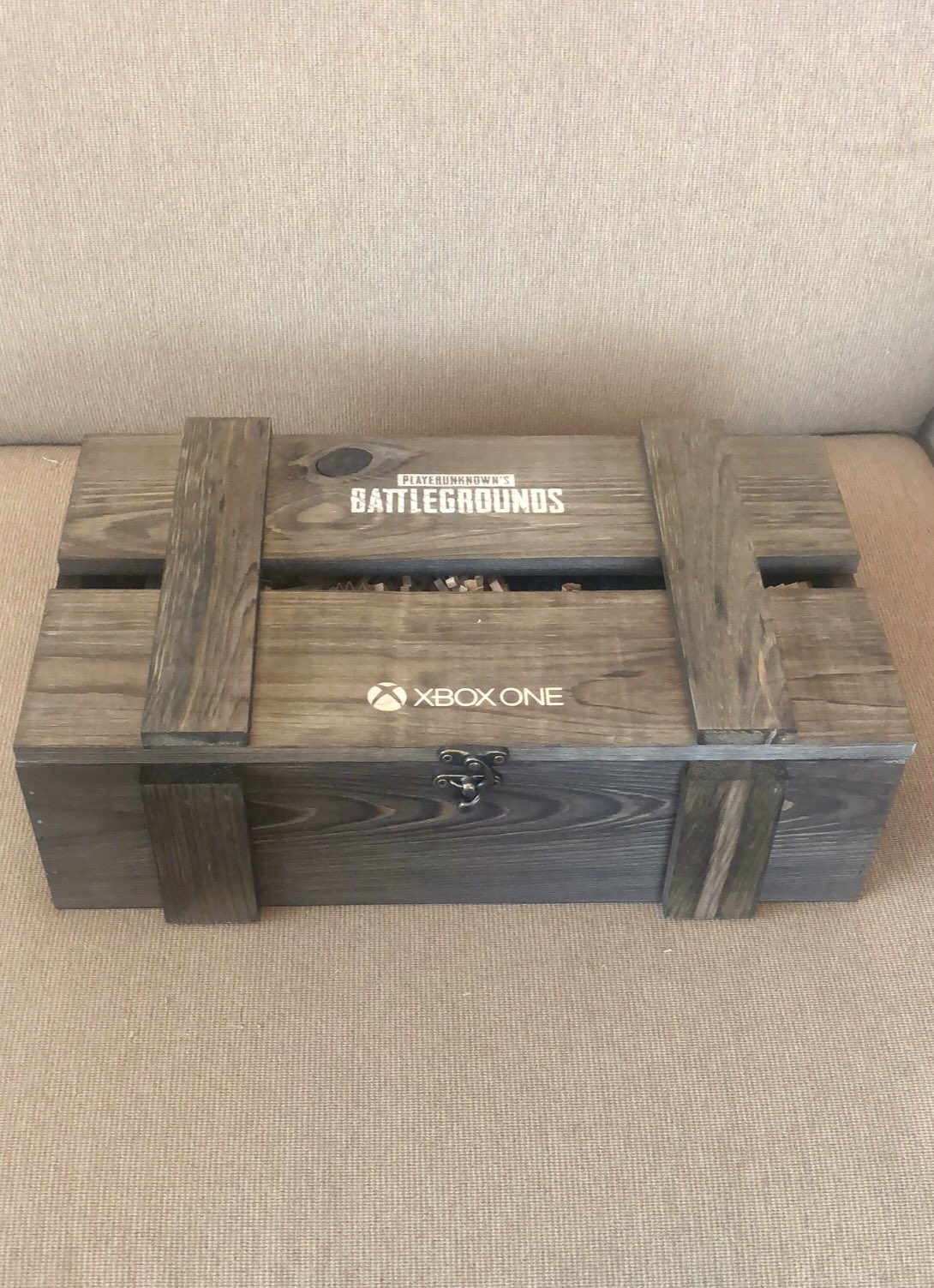 A lucky fan can RT to win one of these special @PUBATTLEGROUNDS on @Xbox One Air Drop Kits! ��������‍♂️ https://t.co/jT8DqmSMfy
