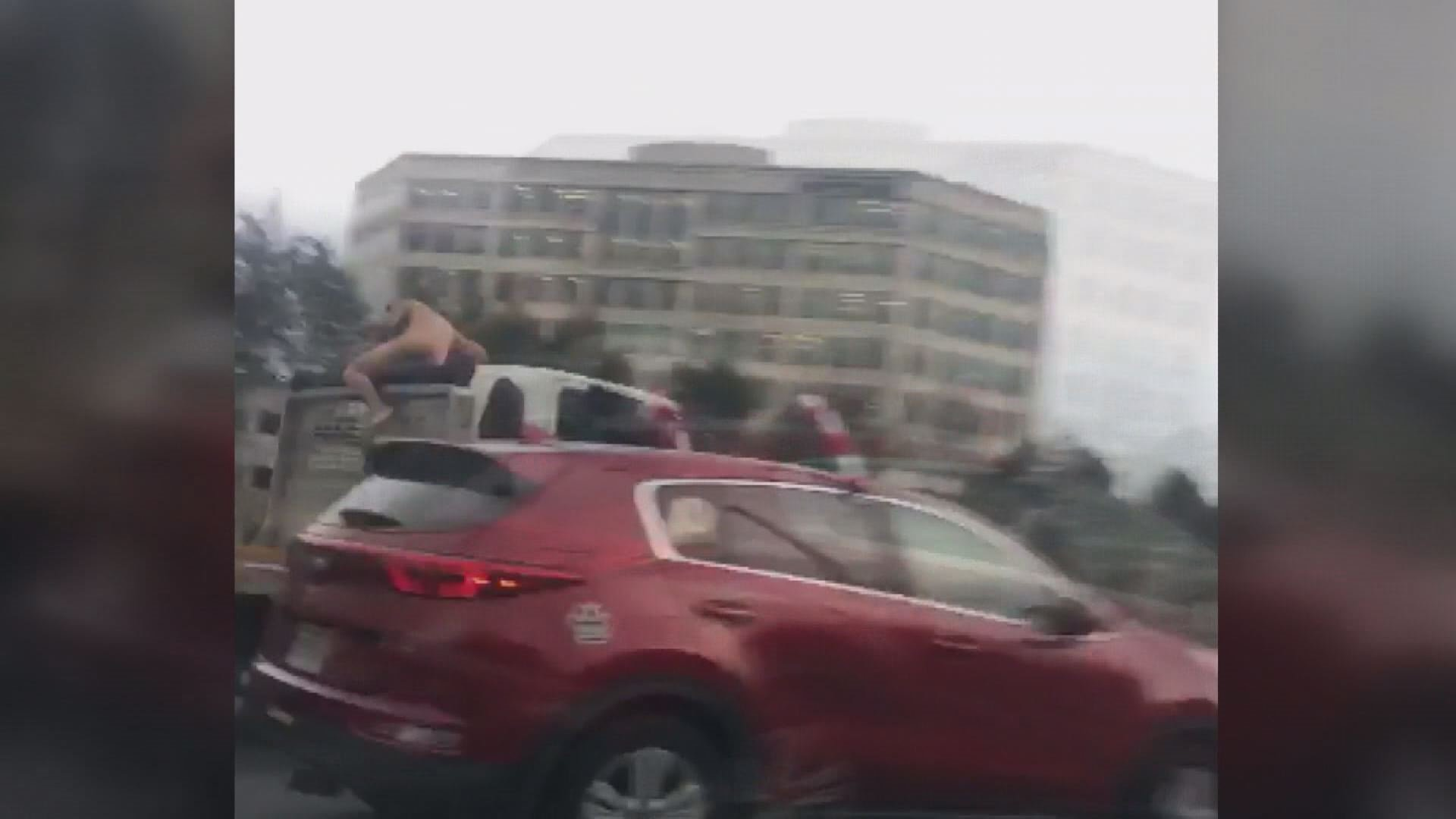 Naked man hops on truck after crashing on Va. highway https://t.co/h6VylNgRQu via @wusa9 https://t.co/Pns8c2rclt