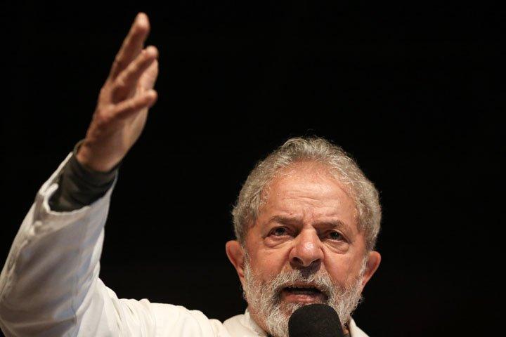 @BroadcastImagem: O ex-presidente Luiz Inácio Lula da Silva em ato no Sindicato dos Bancários, em Brasília. Dida Sampaio/Estadão