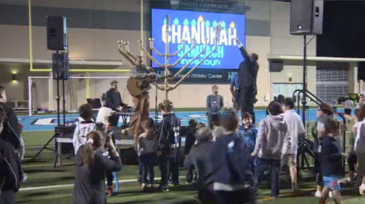 South Florida Helps Ring In Hanukkah With Lighting Of Menorah Diagram Https T
