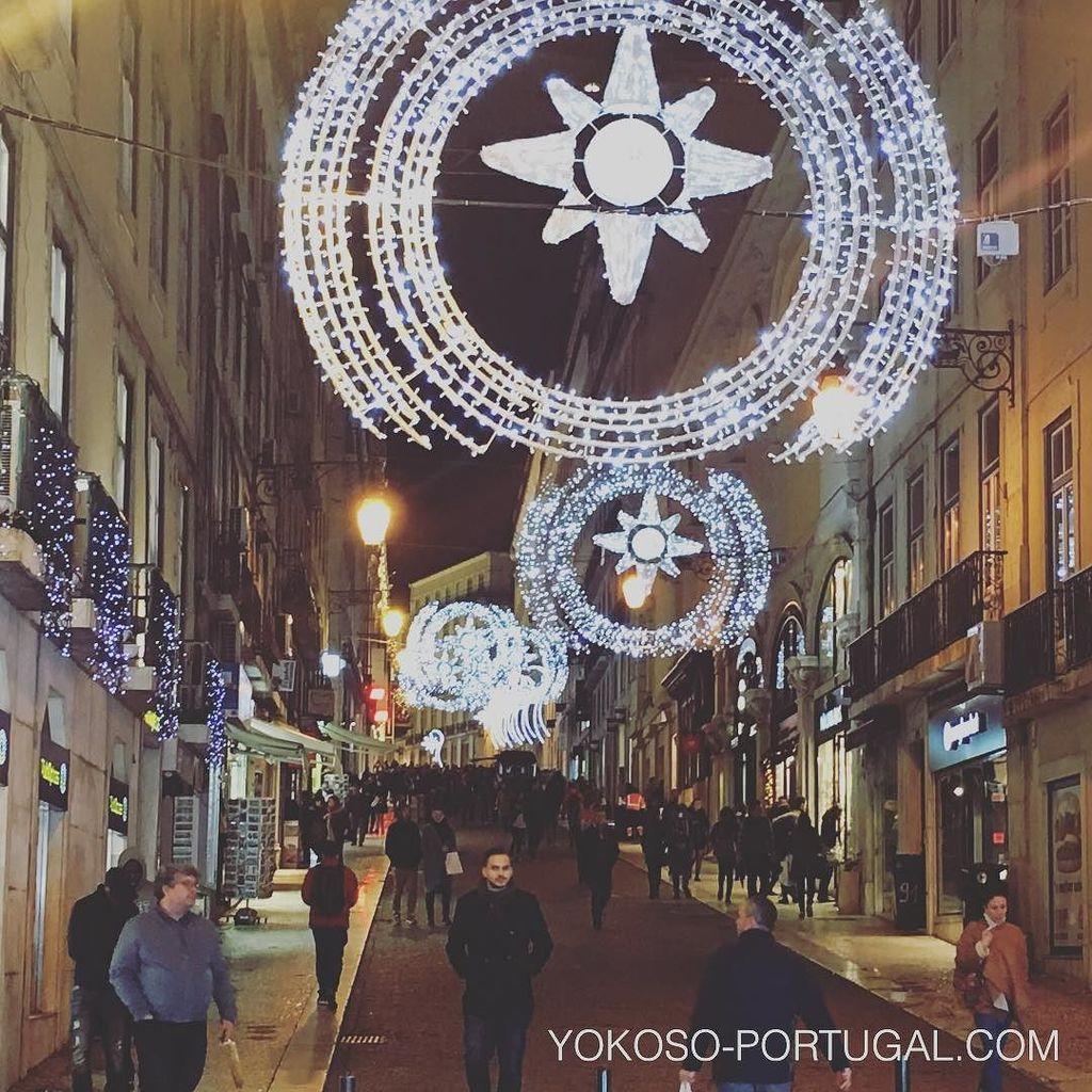 test ツイッターメディア - リスボンのショッピングストリート、バイシャ地区からシアード地区に続く、カルモ通りのクリスマスイルミネーション。 #リスボン #ポルトガル https://t.co/MSTYFqXd7S