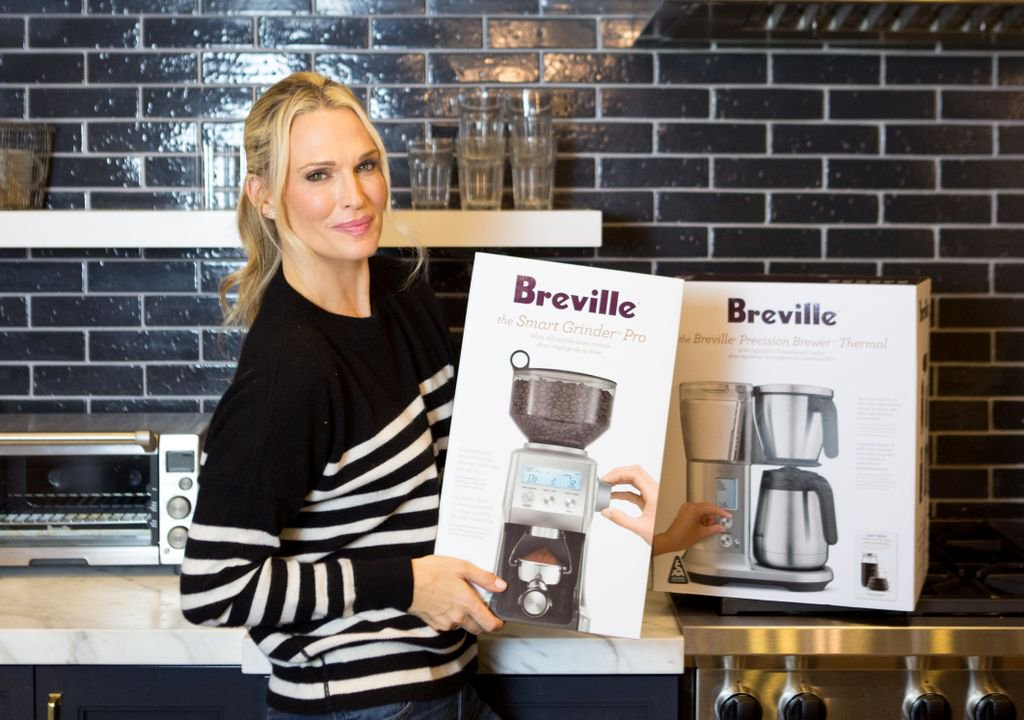 You know the saying, no coffee no workey 😴 A momma NEEDS her caffeine to survive. I'm so excited to #giveaway this @brevilleusa coffee pot and grinder ☕️ It's heaven. You need it. Head on over to my Instagram to enter to win it!! https://t.co/LZlOYs7gRf