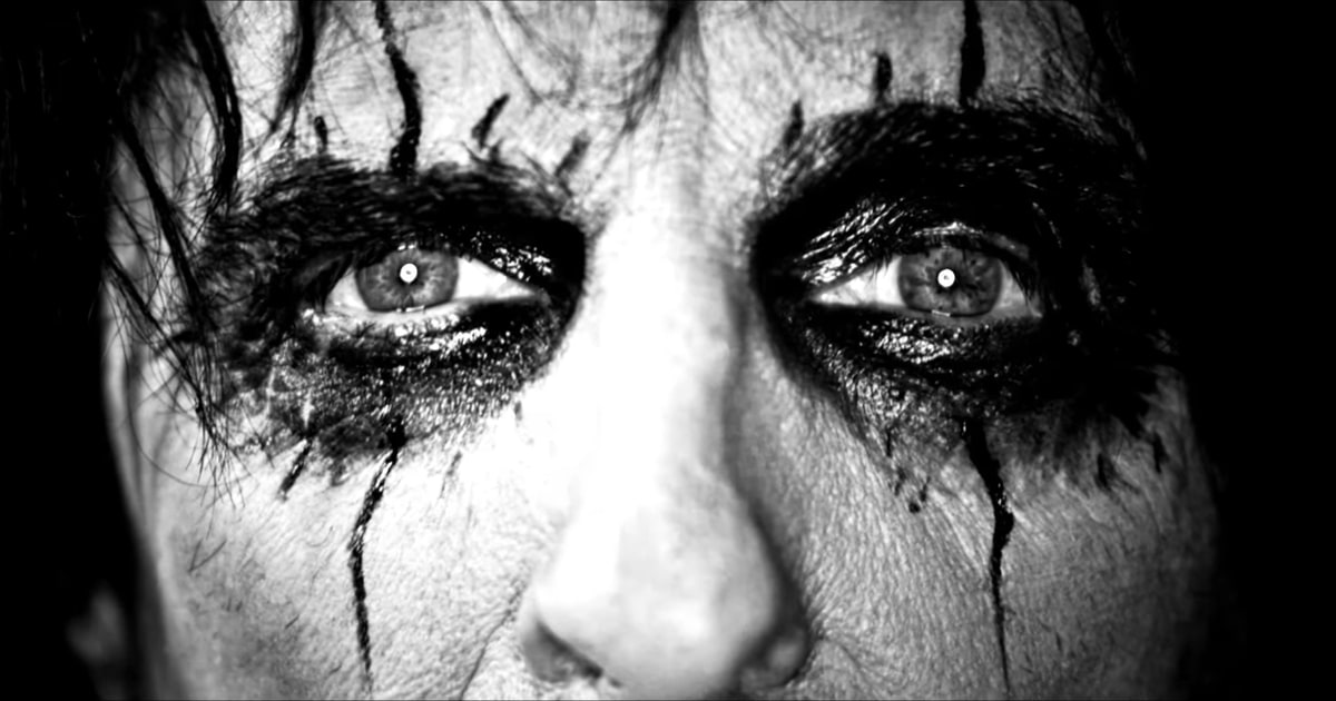 See Alice Cooper fans dress up like the shock rocker in the new video for 'The Sound of A' https://t.co/u5GFRRkEHL https://t.co/0axYNqFK45