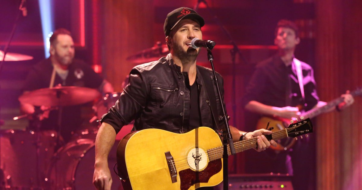 See Luke Bryan's sincere performance of 'Most People Are Good' on #Ellen https://t.co/8hPIu72tjt https://t.co/TlrmRgiyn2