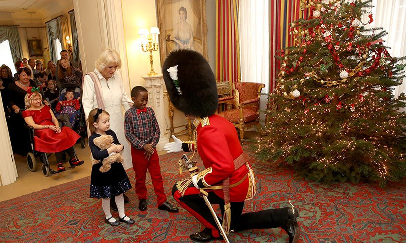 The Christmas tree is up at @ClarenceHouse! What do you think of the decorations?