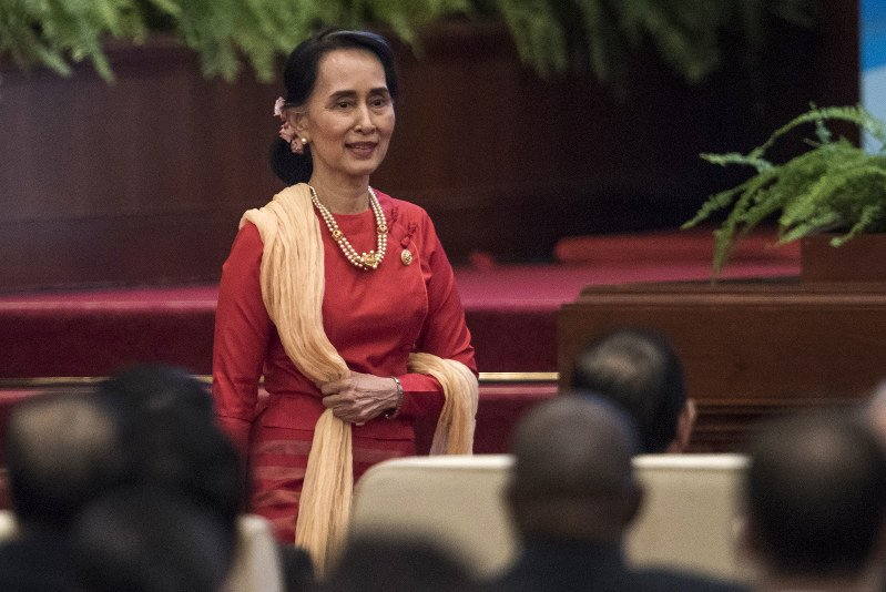 Myanmar's Suu Kyi meets China's Xi as Rohingya censure grows