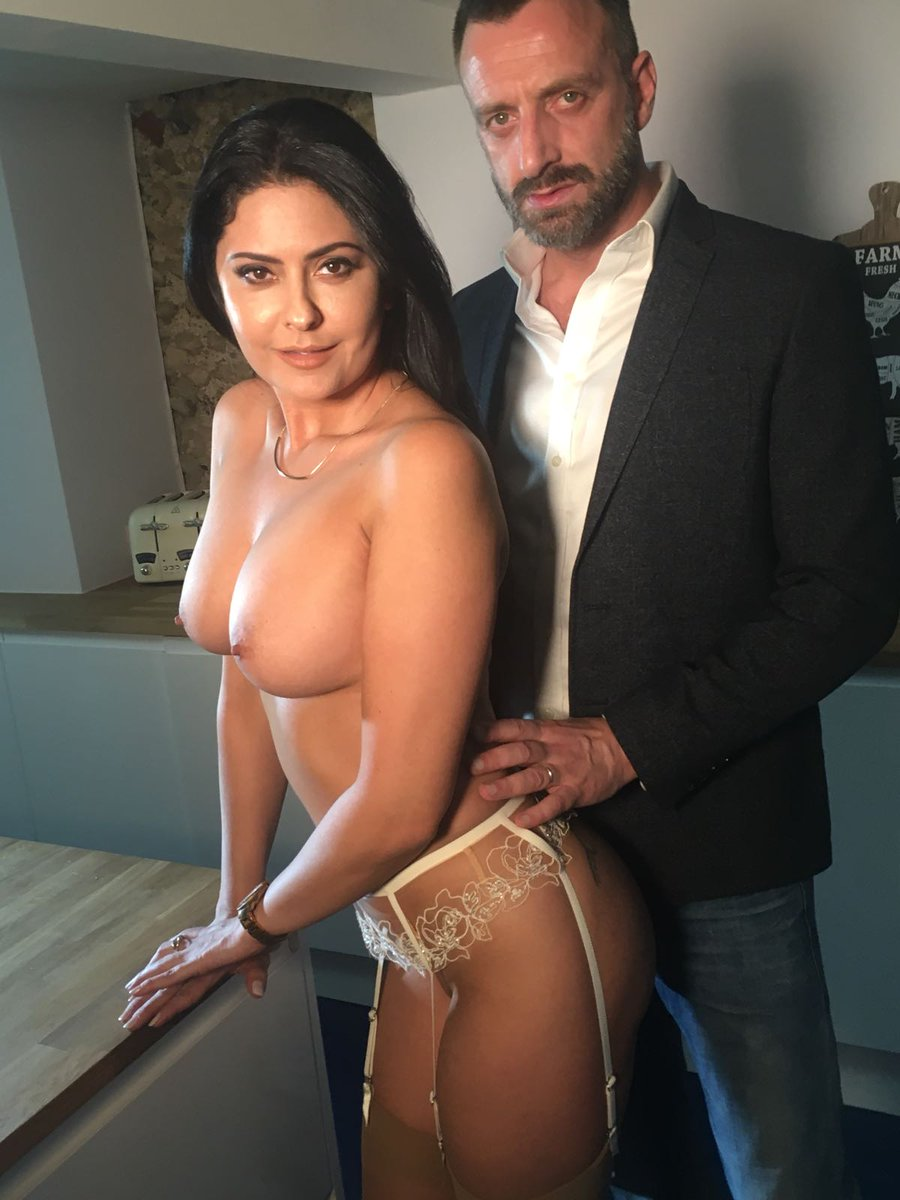 2 pic. Warm up your cold saturday! with on set of for