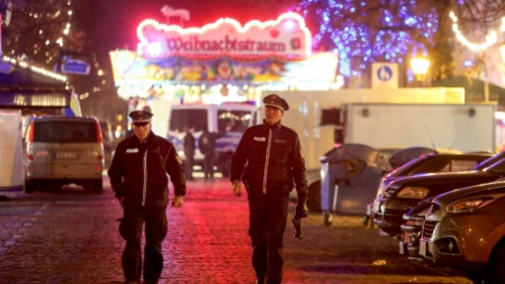 Search for suspect after German Christmas market bomb scare