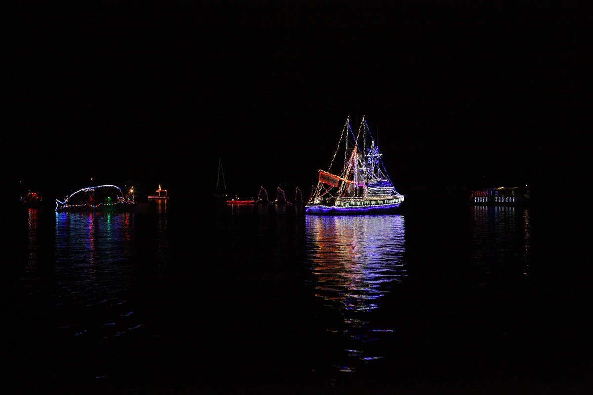 @BeOnKSBY @DaveHovde Morro Bay Boat Parade from the deck of the Endeavor by https://t.co/rnfI5ELlEy @dARLENEhERREN https://t.co/TQLo11LWnS