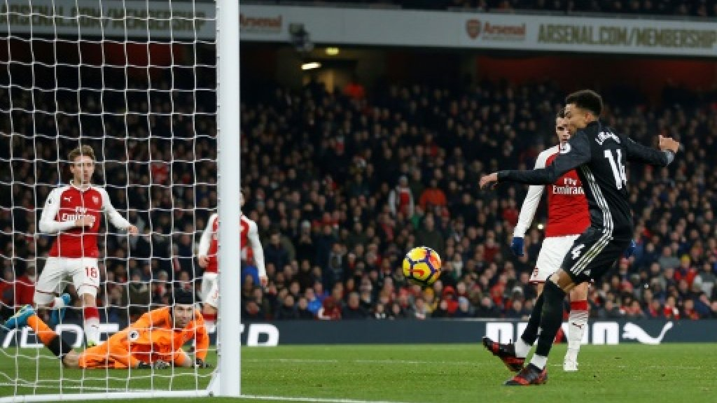 United win Arsenal thriller to close gap on City