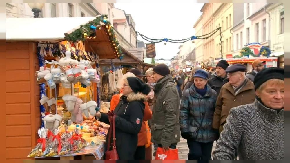 Patrols at Potsdam Christmas market after bomb scare
