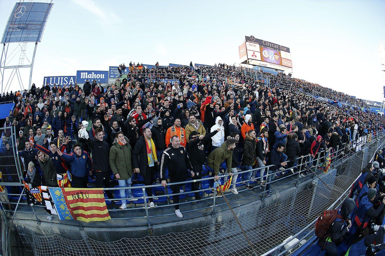 Una afición que NUNCA se rinde👏 ¡GRACIAS a todos los aficionados desplazados hasta Madrid para este #GetafeValencia! ¡ENORMES!🖤 https://t.co/AjjUA04ueV
