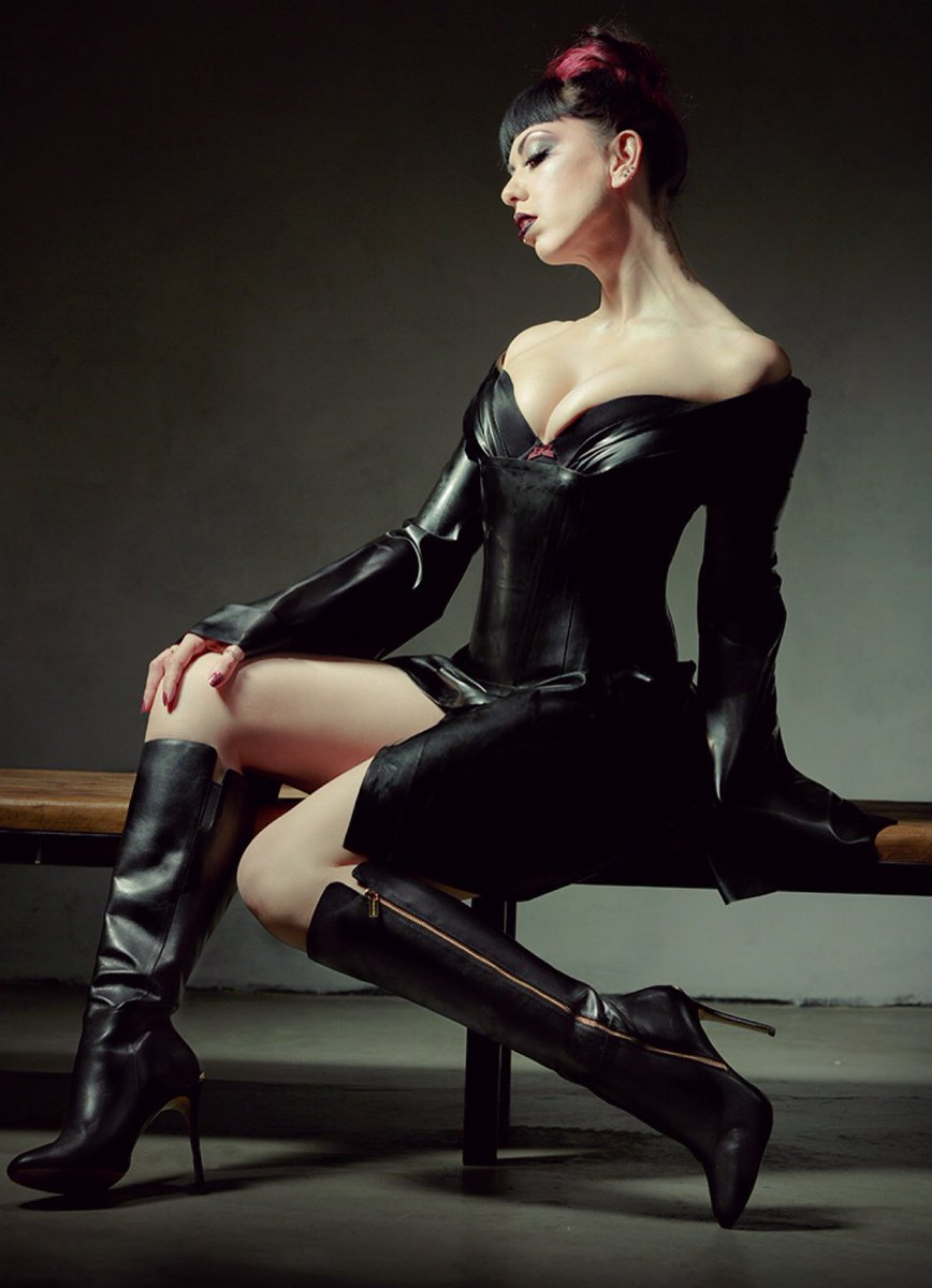 Good morning and happy sultry Sunday my friends! Photo by #fashion #leather #latex #GM