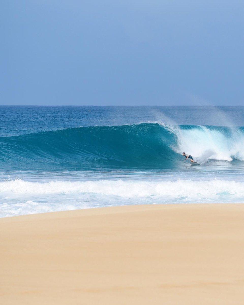 Ondertussen op #Hawaii RT @lushpalm   Less Monday. More surfing. �� ☀️ ��  https://t.co/9nmB49CtjH  #surf #Hawaii https://t.co/5wLP1uZA62
