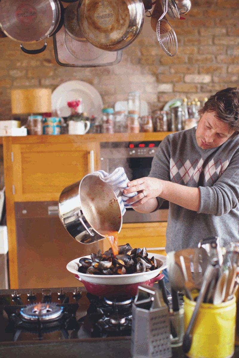 Women love a guy with mussels. https://t.co/hDbTI6pb2u https://t.co/7zsRdHZge1