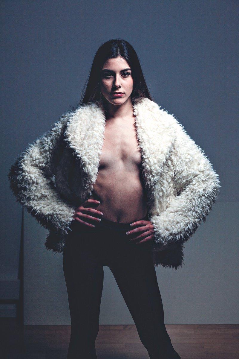 sexy Laura Gonzalez. Hasta mañana...
