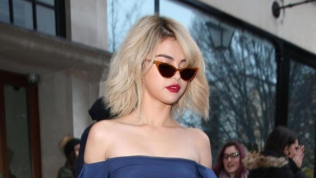 .@SelenaGomez rocks 4 trendy looks in one morning! See the chic ensembles: https://t.co/RExLpJLTKK https://t.co/NKhsp2hE5f