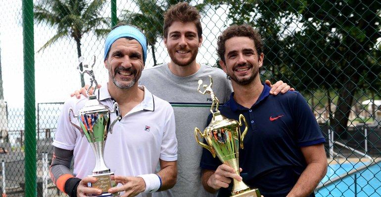 Felipe Andreoli. Foto do site da Caras Brasil que mostra Felipe Andreoli vence torneio de tênis beneficente. Saiba mais