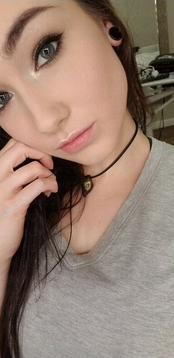 2 pic. I'm pretty damn cute 😇 You think? W1DKnXkjOV