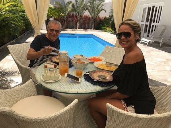 Carlos Alberto De Nobrega. Foto do site da BN Holofote que mostra Carlos Alberto de Nóbrega fica noivo de nutricionista 43 anos mais nova