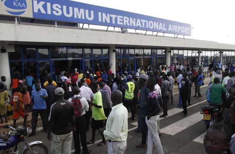 Drama at Kisumu airport as supporters mob Raila