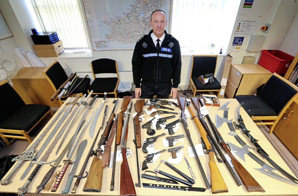 Weapons amnesty brings in 400 items