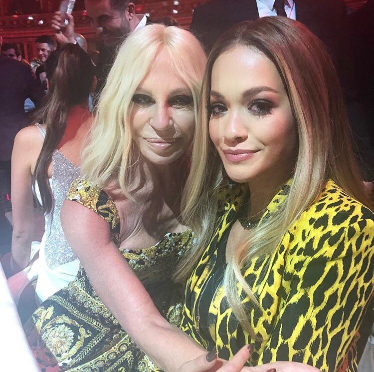 Last night with my real date ????❤️⭐️⭐️???? #DonatellaVersace @Versace https://t.co/pgOcVc7Kqw