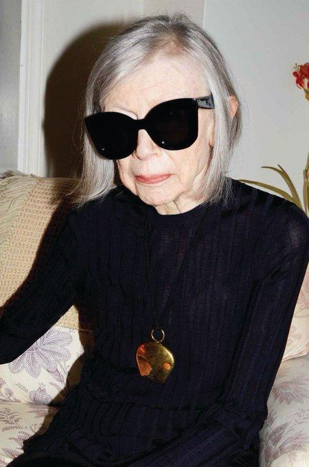 Escritora, heroína de un gran número de mujeres e imagen de la campaña SS15 de Céline. Happy birthday Joan Didion!