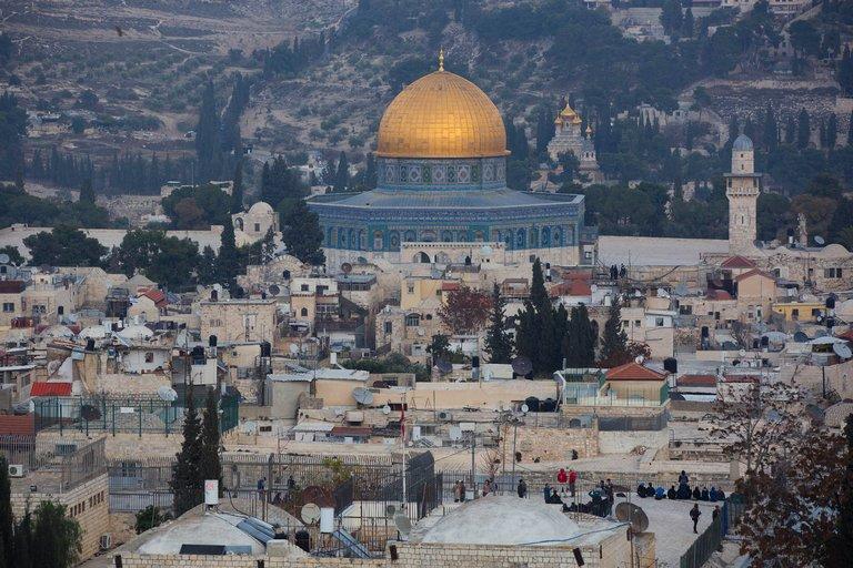 U.S. to recognize Jerusalem as Israel's capital, Trump tells Arab and Israeli leaders https://t.co/c7hT66brfk https://t.co/PhumFCxseq