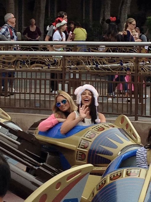 Aw ❤️ This day 3 years ago me & @adrianachechik were at @DisneylandToday ❤️ loved this day! https://t
