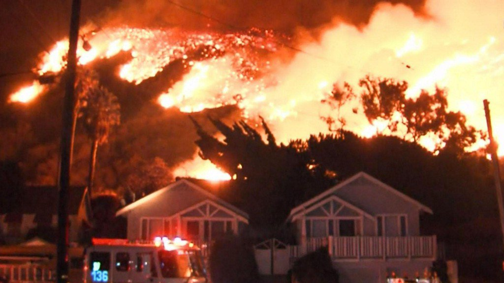 Wildfires threaten thousands of homes in Southern California