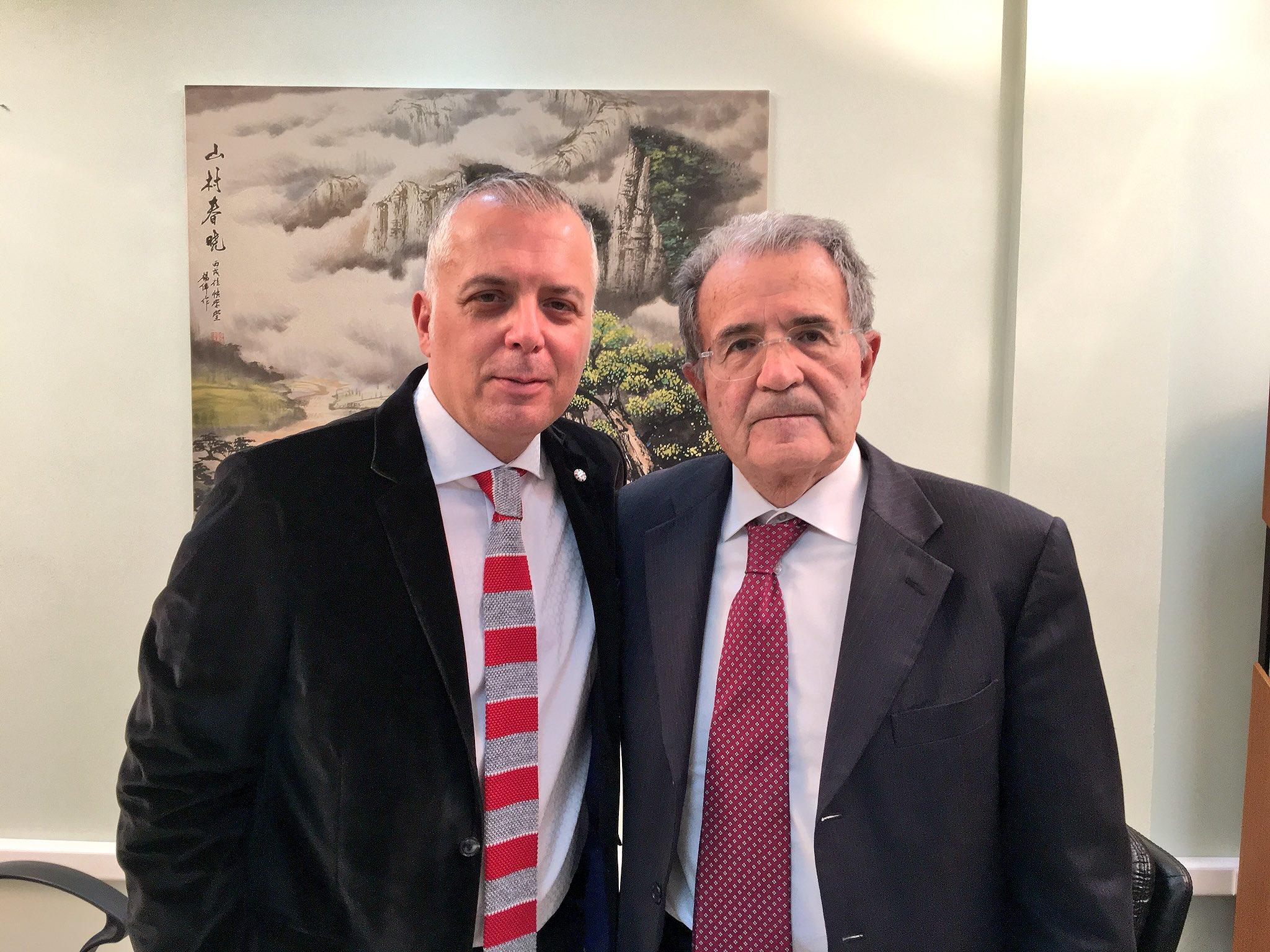 Pas pak ne #TopStory me dy here kryeministrin e Italise dhe ish kryetarin e Komisionit Europian #RomanoProdi, per Shqiperine, kanabisin dhe Europen. Ne ora 21. https://t.co/KooTqxPxC6
