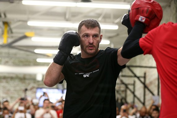 Stipe Miocic to Defend Heavyweight Title vs. Francis Ngannou at UFC 220 in Boston https://t.co/OEYATvFllj #mma #ufc https://t.co/HkQLWyG1Sg