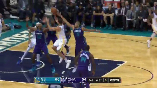 Klay works around the screen and gets the bucket to fall! #DubNation  ��: ESPN https://t.co/0ZfeZQpFhs