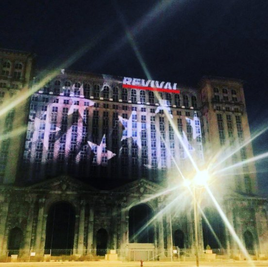 revival .@Eminem is promoting #Revival...