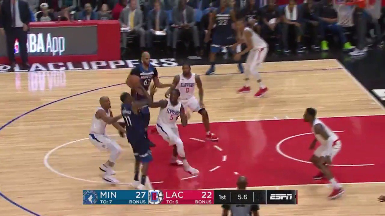 Jamal Crawford gets fancy on ESPN!  End of Q1: #AllEyesNorth 29 / #ItTakesEverything 22 https://t.co/zpvbErgWdr