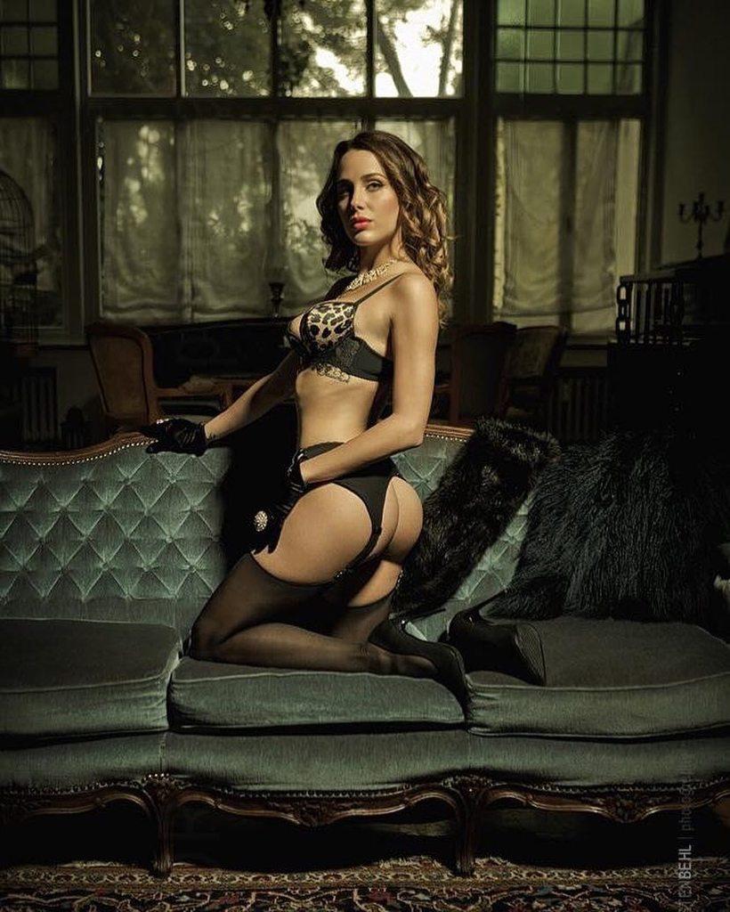 Голые Актрисы Сериала Стрела