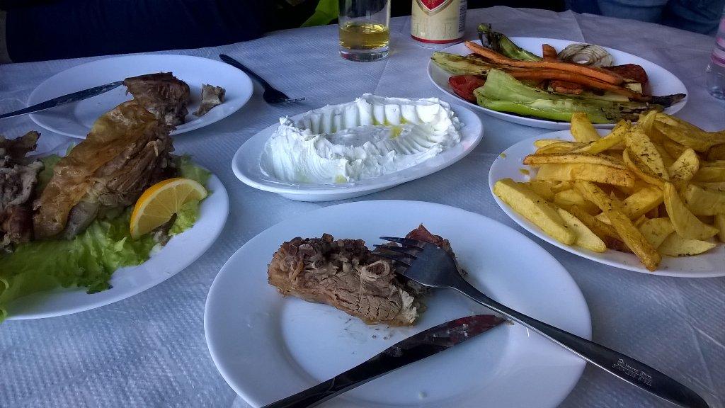On continue avec de la bonne pitance en Albanie! / Excellent food in Albania