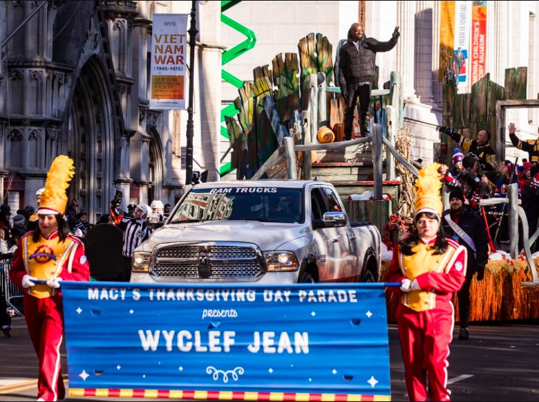 #TBT to the 2017 @macys thanksgiving day parade .. Warriors did you catch my performance ?? ???????? https://t.co/TnwhqFwo8l